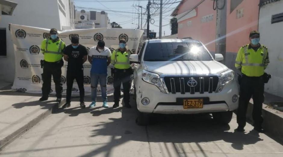 Capturados por presuntamente haber robado un vehículo en Barranquilla.