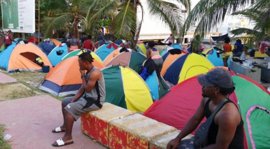 Migrantes represados.