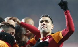 El club turco no especificó los días de baja del delantero samario.