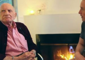 Roman Blank, de 95 años, junto al 'youtuber' Roman Blank en una entrevista que le concedió a Davey Wavey.