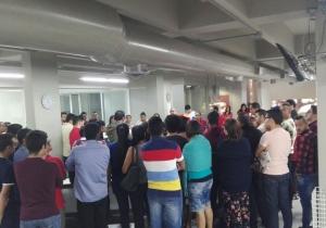Empleados de El Heraldo escuchan las medidas sobre las cenas.