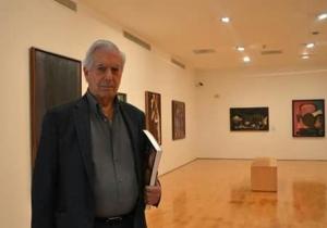 El escritor Mario Vargas Llosa durante su visita al Museo Botero, en Bogotá.