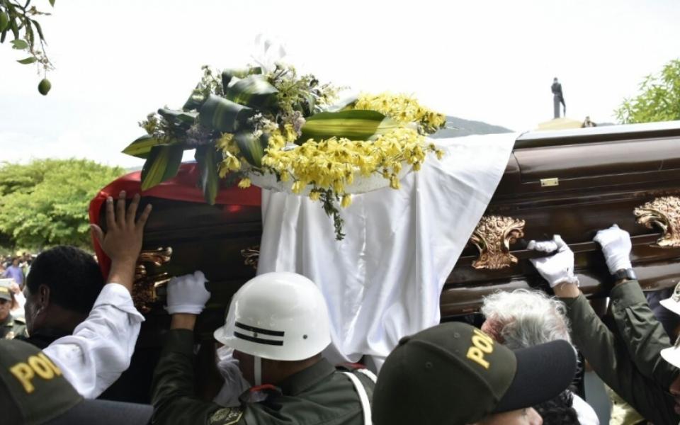 Miles de seguidores acompañaron el cortejo fúnebre de Martín Elías.
