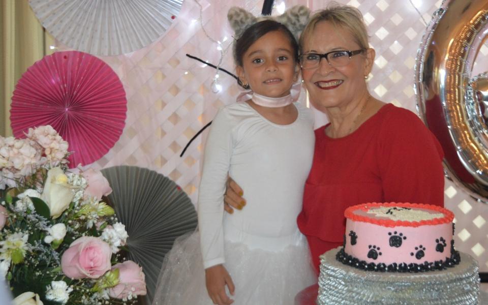 María Kamila Ovalle Latorre y su abuela Julia Betancourt