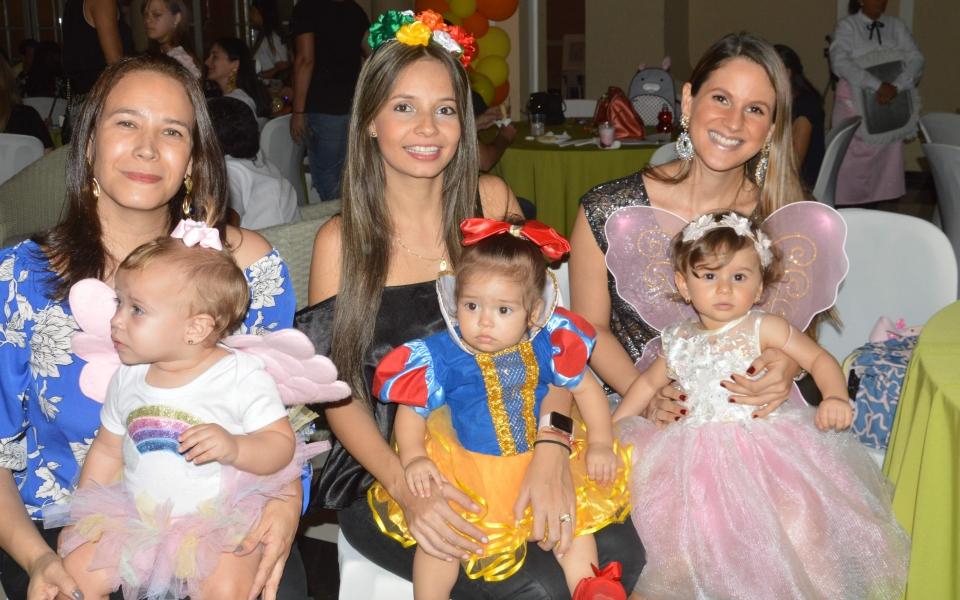 Elsy Gutiérrez, Victoria Rapag, Valeria Mazenett, Paulina Goenaga, María Mercedes Zabaraín e Isabel González.