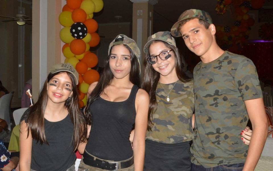 Carlos Fernando Celis, Carolina, Daniela y Marcela Vives.