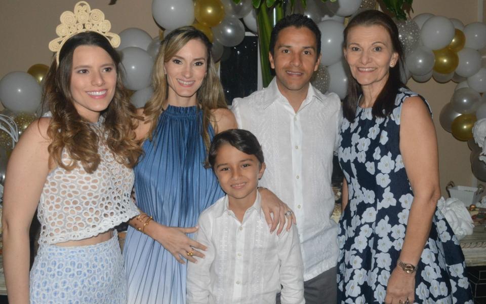 Beatriz González, Iris González, Lettfy Nader, Sebastián Nader y Edith de González.