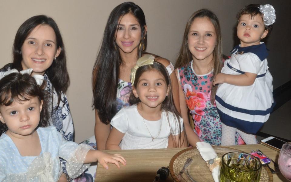 Calla García, Elena Abello, Sophia Salazar, Kathy Villalba, Rochy Vives y María Paulina Forero.