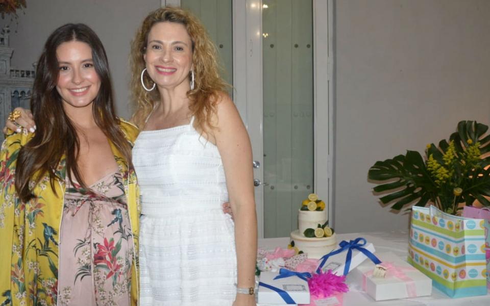 Taliana Vargas Carrillo en compañía de su madre María Paulina Carrillo