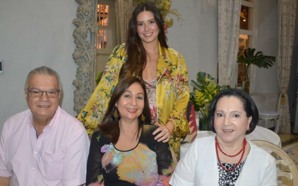 Taliana Vargas, Lazaro Travecedo, Martha de Travecedo y Zarita Abello