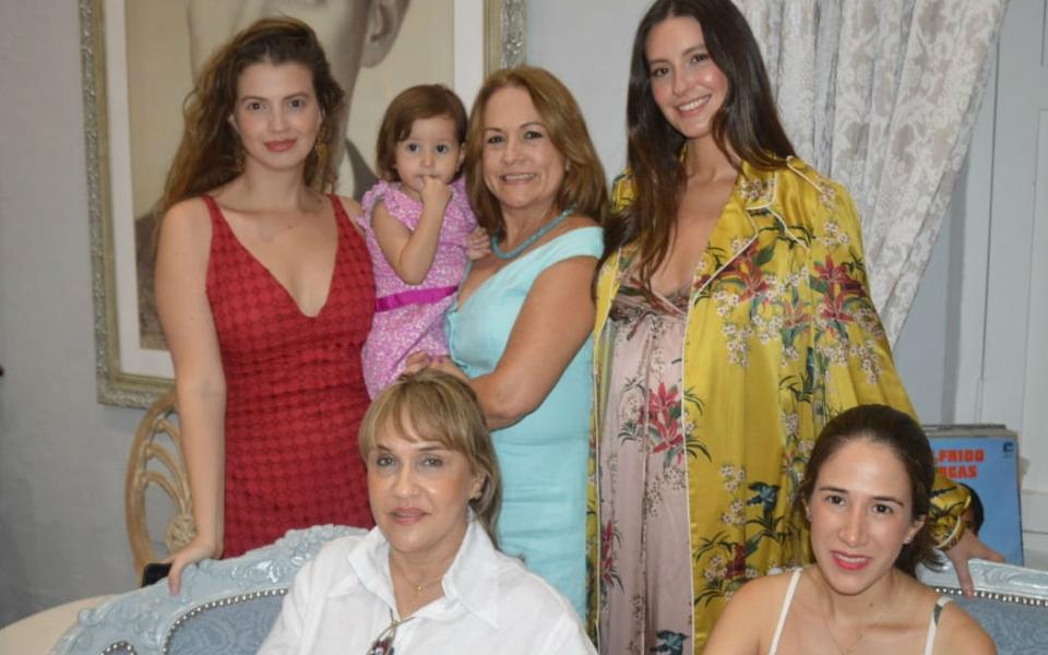 Ana Laura Vargas, Taliana Vargas, Claudia Santos, Silvia Rosa Campo y Nataly.