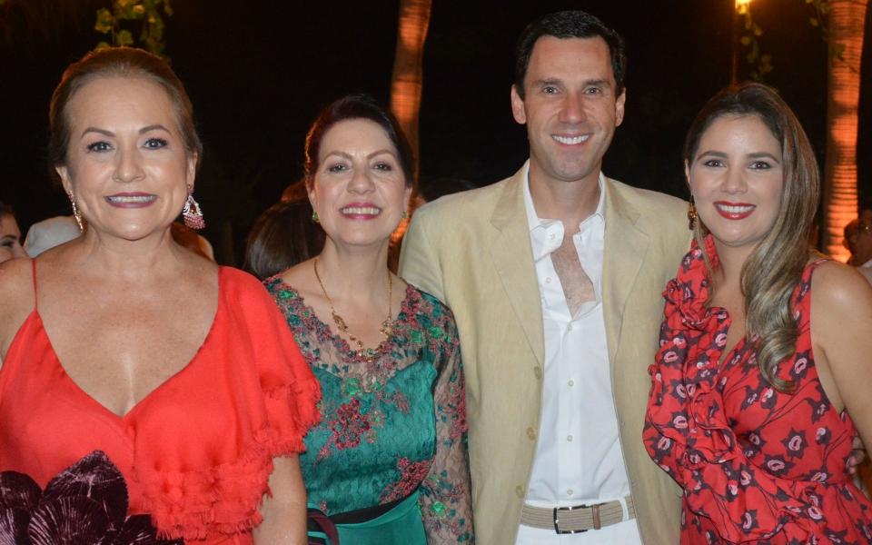 María Teresa Espinosa, Juan Pablo Díaz Granados, Hilda de Osorio y Claudia Santo