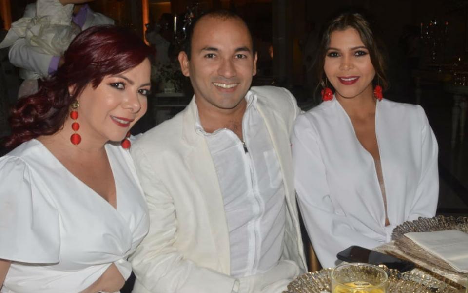 Gina Marcos, Alfredo Marcos y Melissa Pinedo