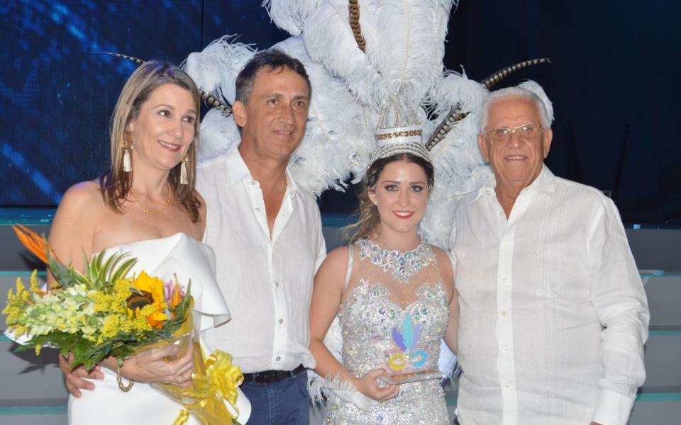 Los padres de la reina, Francisco Lacouture y Helena Lequerica; y el abuelo Carlos Lacouture.