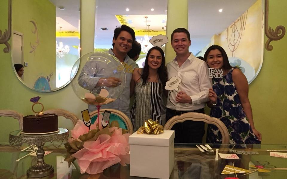 Carlos Bornacelli Márquez (izq) y Alejandra De Luque Pisciotti (der), con los novios.