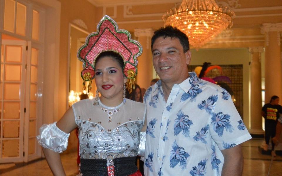 El concejal Juan Carlos Palacio acompañando a su hija Oriana Palacio.