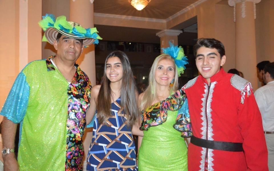 Marco Mejía y Olga Lucía Villa, con sus hijos Marco Aurelio y Lucía.
