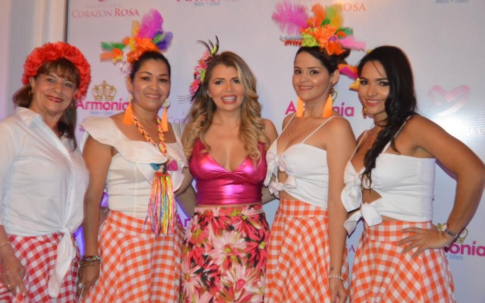 Rosalba de Duarte, Yeimi Badillo, Alejandra Munevar, Alexandra Mejía y Karina Álvarez.