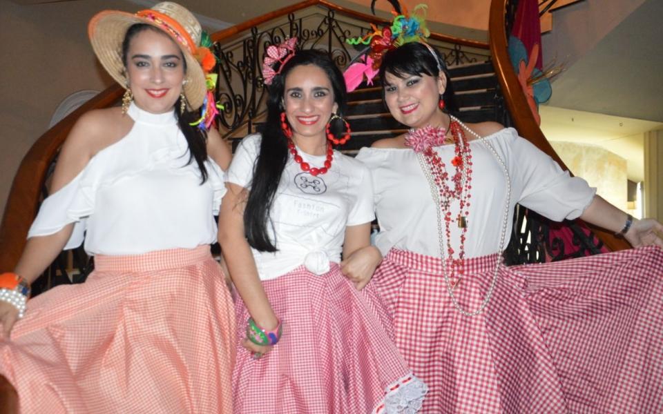 Rosa Pinedo, Eliana Pretelt y Tata Pinedo.
