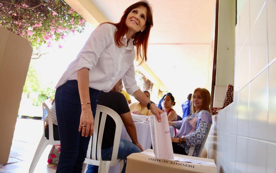 La mandataria magdalenense hizo válido su derecho en la Normal de Señoritas.