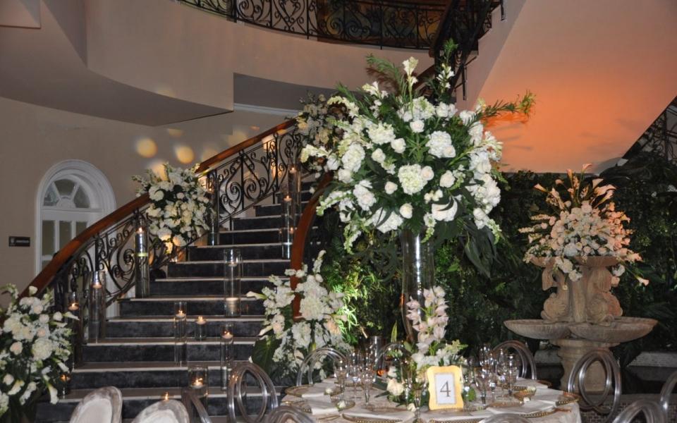 El encargado de decorar el Club con el ambiente ideal para tan importante velada, fue el reconocido decorador, Fausto Colonna.
