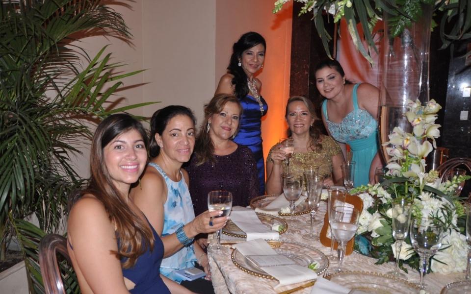 Melany y Nanechka Sacuyer, luz Elena Acosta, María Morales, Daniela Pérea. y Carmen Bermúdez.