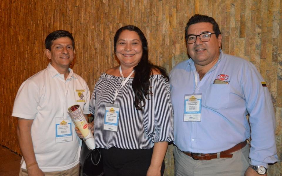 Carlos Serrano, María de la Hoz y Nelson Lastra.