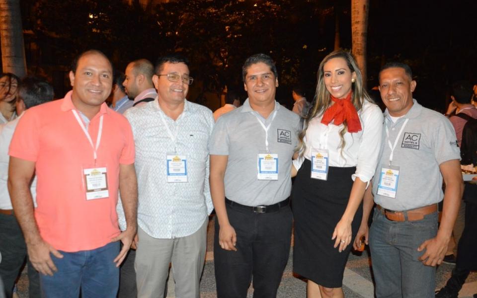 Marlon Redken, Francisco Coronado, Mauricio Martínez, Carolina Ortega y Luis Romero.