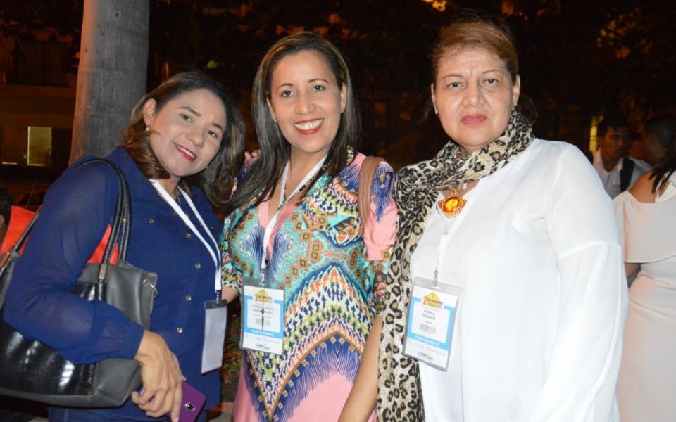 Iza Eliana Henríquez, Lourdes Ospino y Ángela Navas.