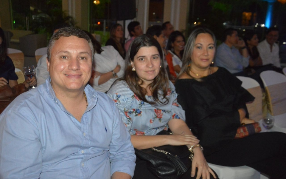 Juan Vives, Mónica Saravia y Marcela Vélez.