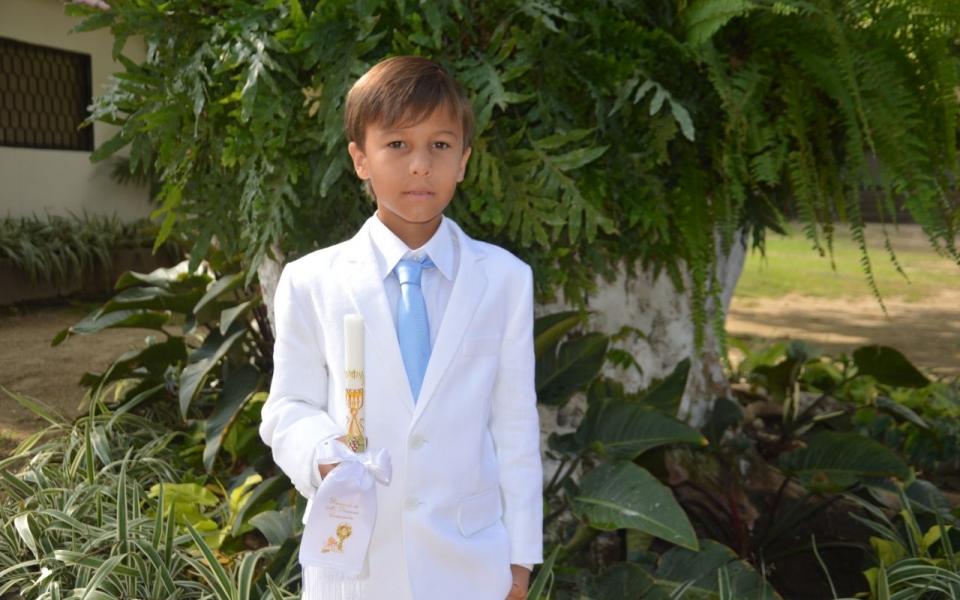 Celebra la primera comunión el niño José Manuel Cotes.