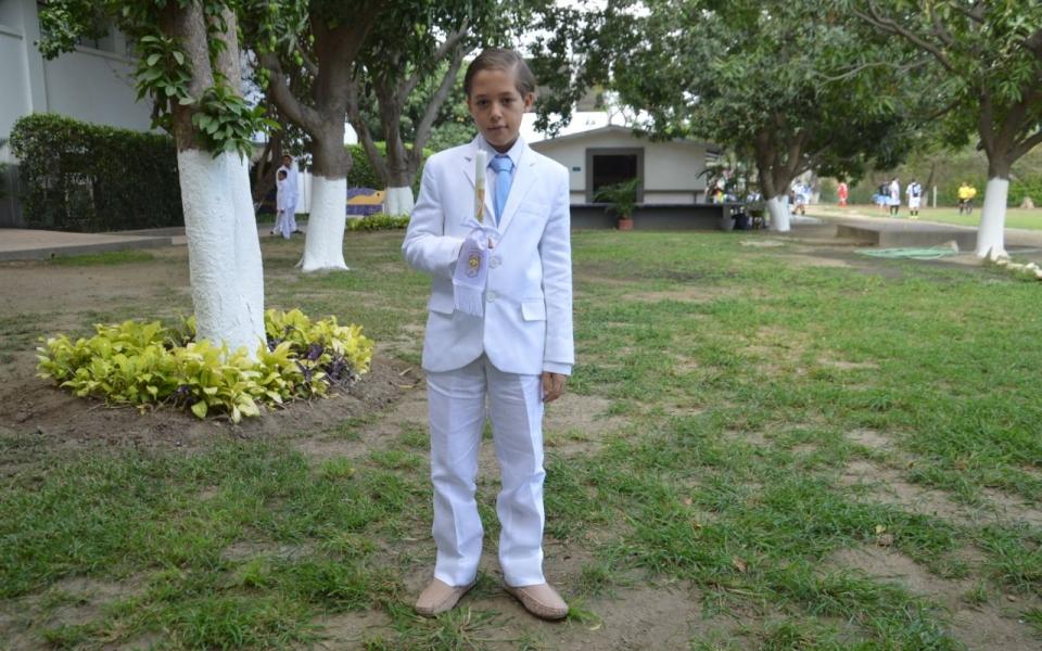 Celebra la primera comunión el niño José Eduardo Barreneche.
