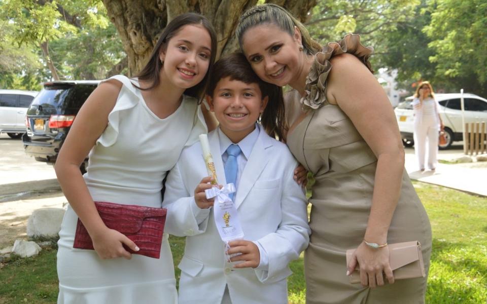 El niño Salvatore Rossi, en compañía de Ivanna Rossi y Margarita Trujillo.