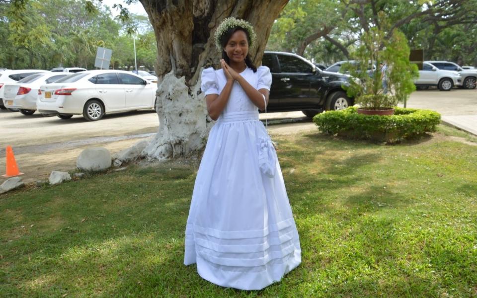 Recibe la primera comunión la niña Mariana Gnecco Macías.