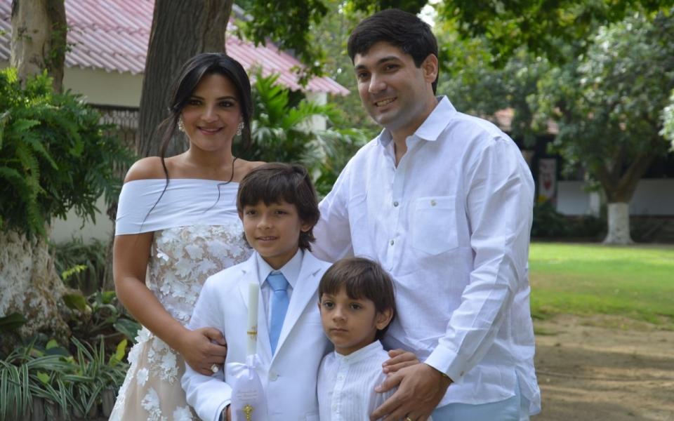 El niño Ricardo Soto Laborde, acompañado por sus familiares. Entre ellos estuvieron Ricardo Soto, Cora de Soto, Tania Bornacelli y Carlos Manuel Soto.