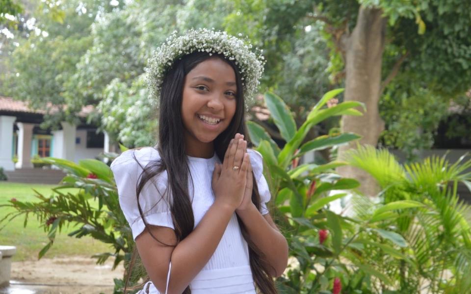 Recibe la primera comunión la niña María Laura Barros Anichiarico.