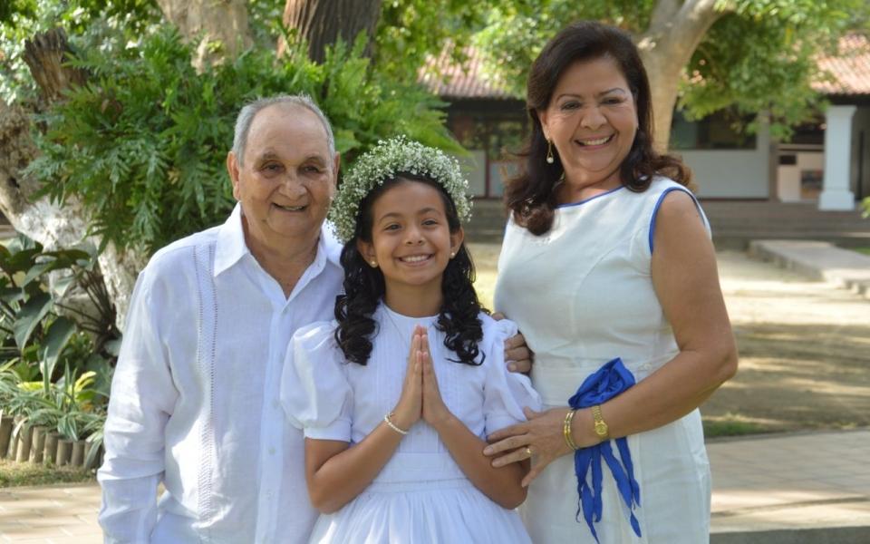 Los abuelos de Isabella Pereira Palacio: Ramiro Pereira y Consuelo.