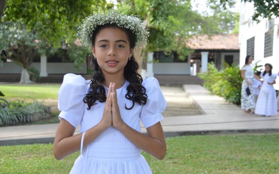 Recibe la primera comunión la niña Verónica Bermúdez Sánchez.