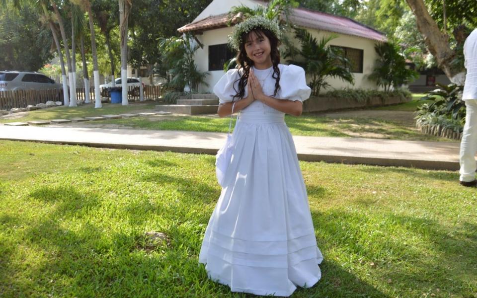 Recibe la primera comunión la niña Shiloh Mía Pulido Quintero.
