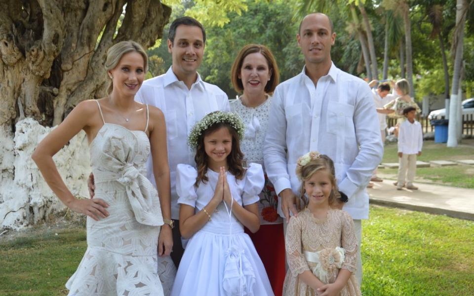 Marianne en compañía de sus familiares: Alfredo LAcouture, Elsy Vives, Mónica Pinedo y Alberto Lacouture.