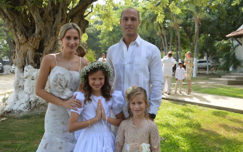 Marianne Lacouture, con sus padres Alfredo Lacouture, Elsy Vives, y su hermana Luciane