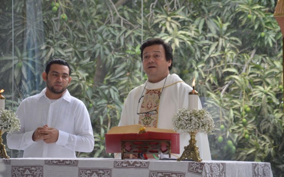 El padre Miguel Ángel Arévalo ofició la misa de comunión.