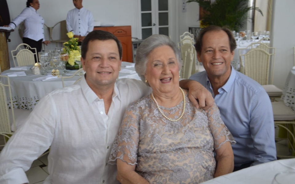 Antonio Solano, Irma Solano de Correa y Jaime Solano.
