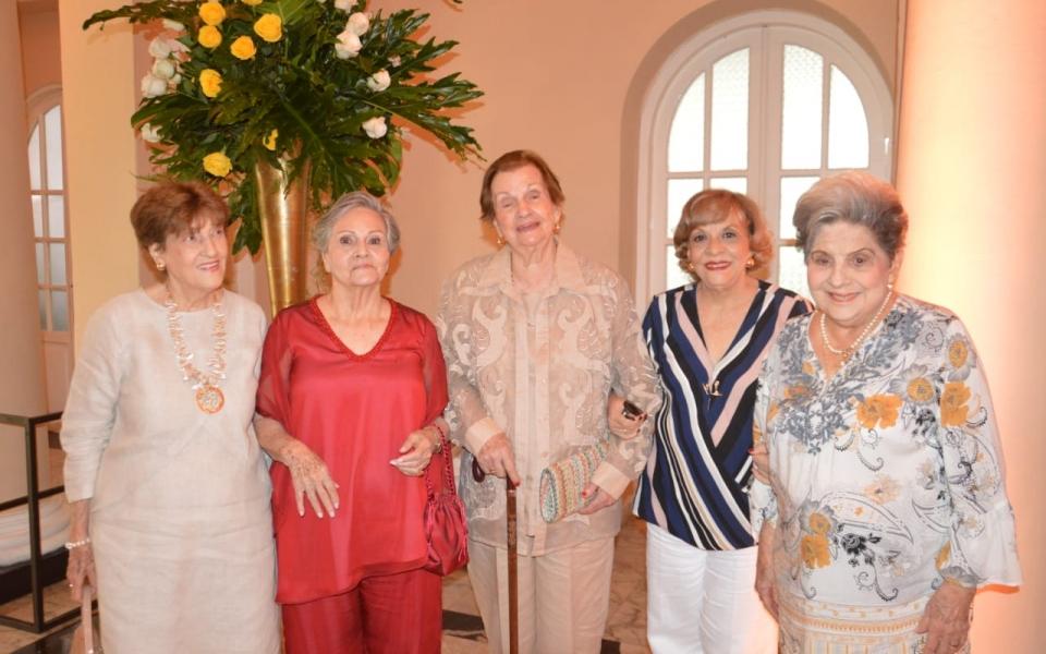 Nelly de Malkum, Claret de Infante, Margoth de Pinedo, Teresa Fernández de Castro y Josefina de Solano.
