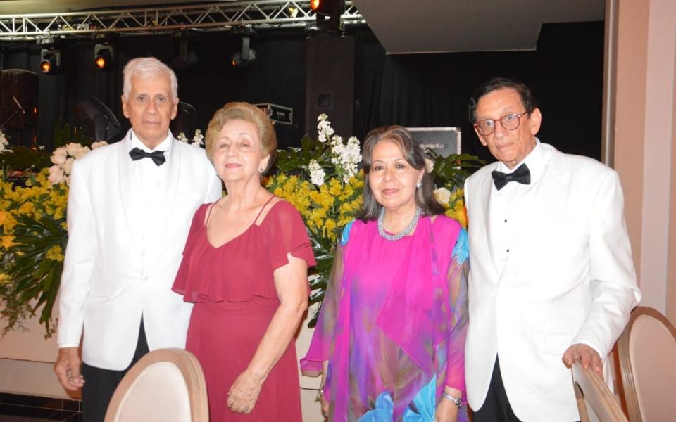 Roberto Herrera Soto, Cristina Maya de Herrera, Manuel Herrera Soto y Clara Arbeláez de Herrera.