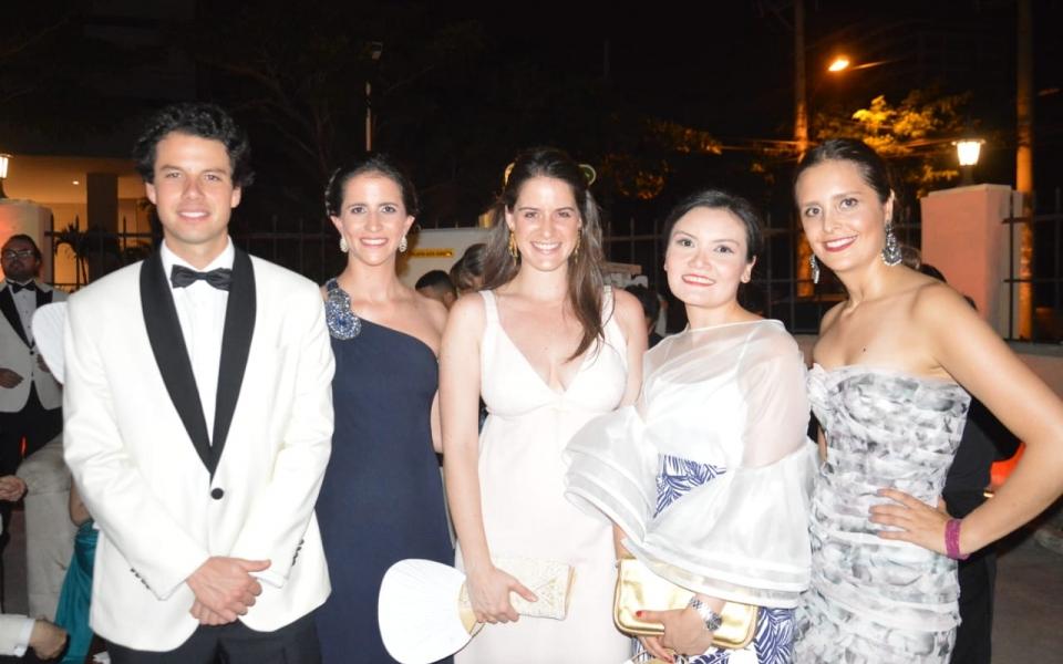 Eduardo Briceño, Sofía Salas, María Mayr, Laura Galindo y Susano Lozano.