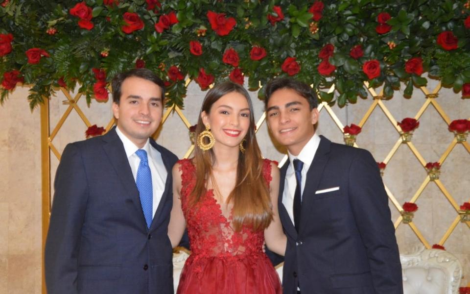 María Alejandra Pérez con sus hermanos, Carlos Eduardo y Luis Felipe.