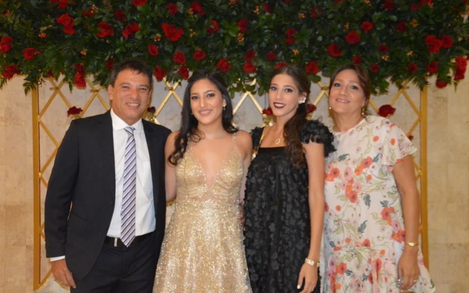El concejal Juan Carlos Palacio, con su hija Oriana Palacio, Cristina Correa y Blanca Palacio.
