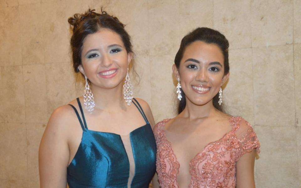 Laura Villegas y Sabrina Bastidas.