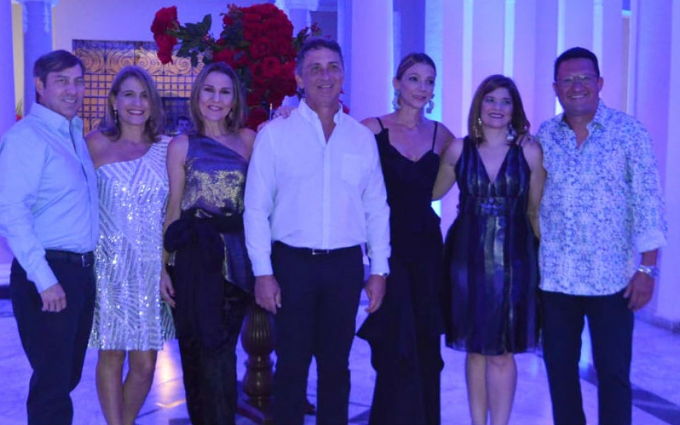 Los cumplimentados Simón Solano, Claudia Dávila, Ana María Diazgranados, Francisco Lacouture, Beatriz Martha Dávila, Fabiana Tribin y Joaquín Campo.